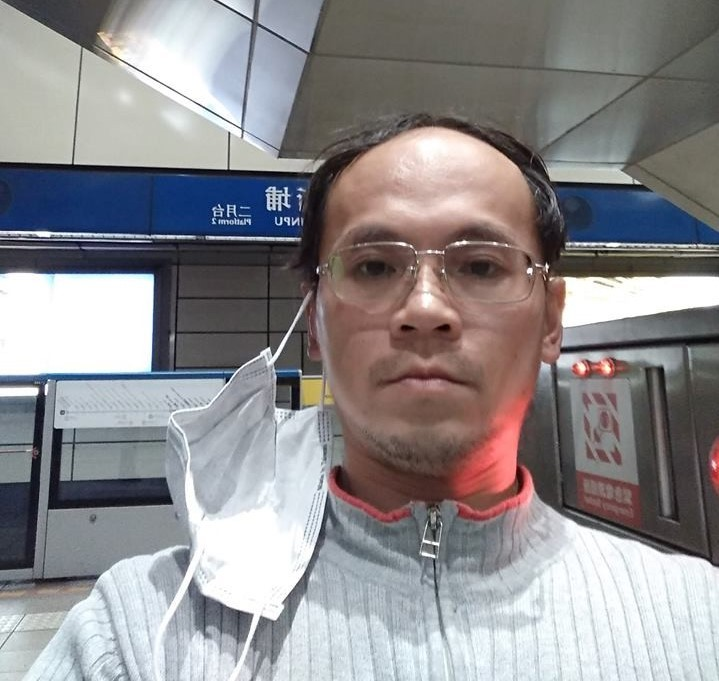 Suspect in steel-bar attack arrested at Xinpu MRT Station Thursday afternoon (photo from Facebook).