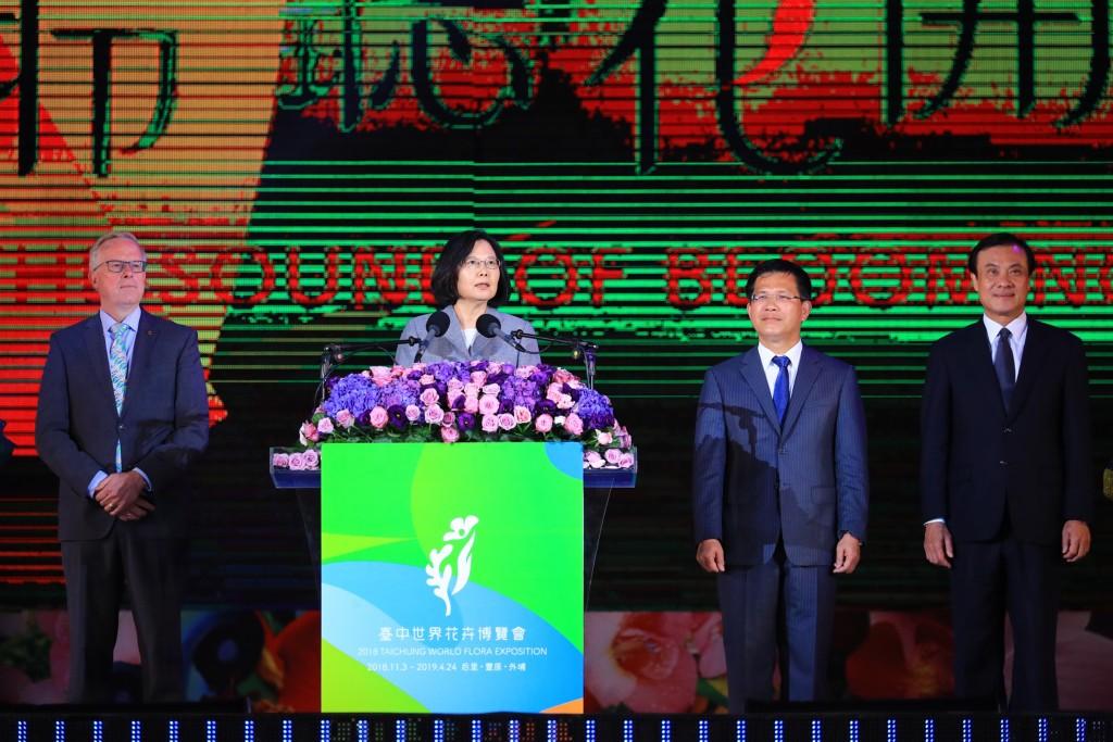 總統蔡英文3日晚間出席2018台中世界花卉博覽會開幕晚會(照片來源:中央社提供)