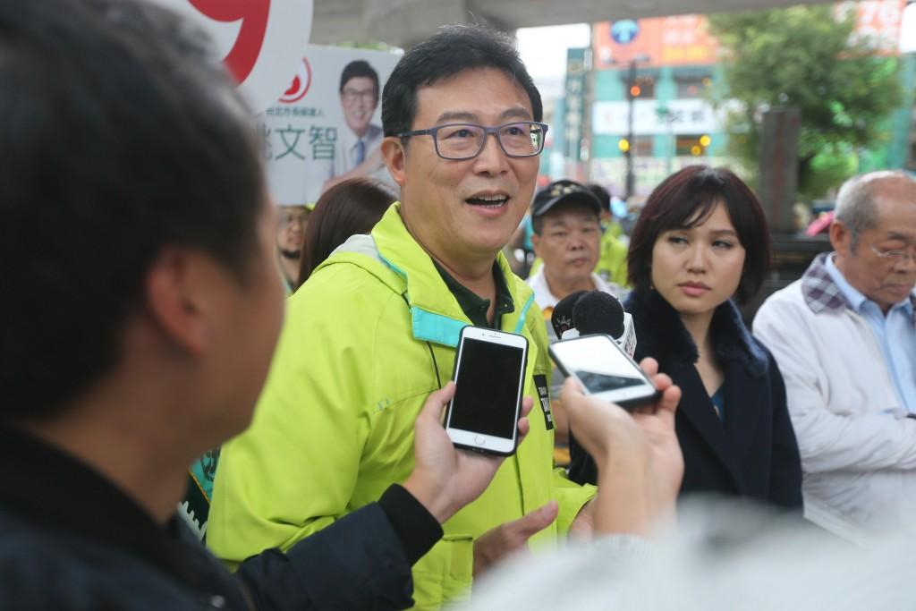 民進黨台北市長候選人姚文智8日舉行記者會,指對手台北市長柯文哲2014年11月停止接受捐款是謊言,呼籲柯文哲在辯論時公開明細。(圖/中央社
