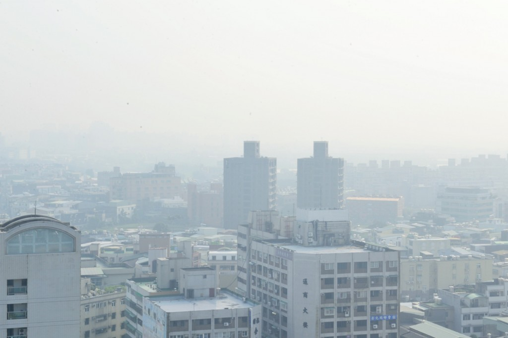 Polluted skies over Taoyuan Thursday.