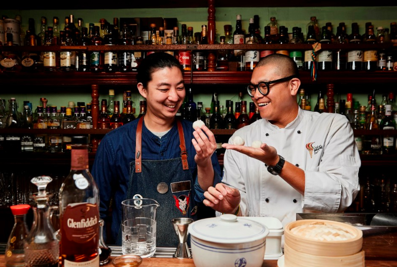 Johnny Tsai (left) with Yu lee (right) (Image by Glenfiddich)