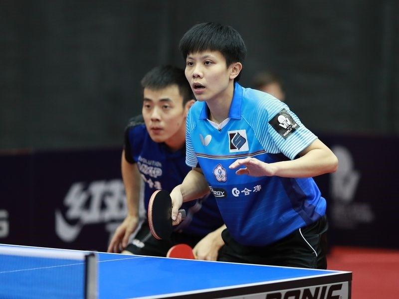台灣桌球好手陳建安(左)與鄭怡靜(右)在奧地利公開賽混雙決賽拿下銀牌。(圖/ittfworld Flickr)
