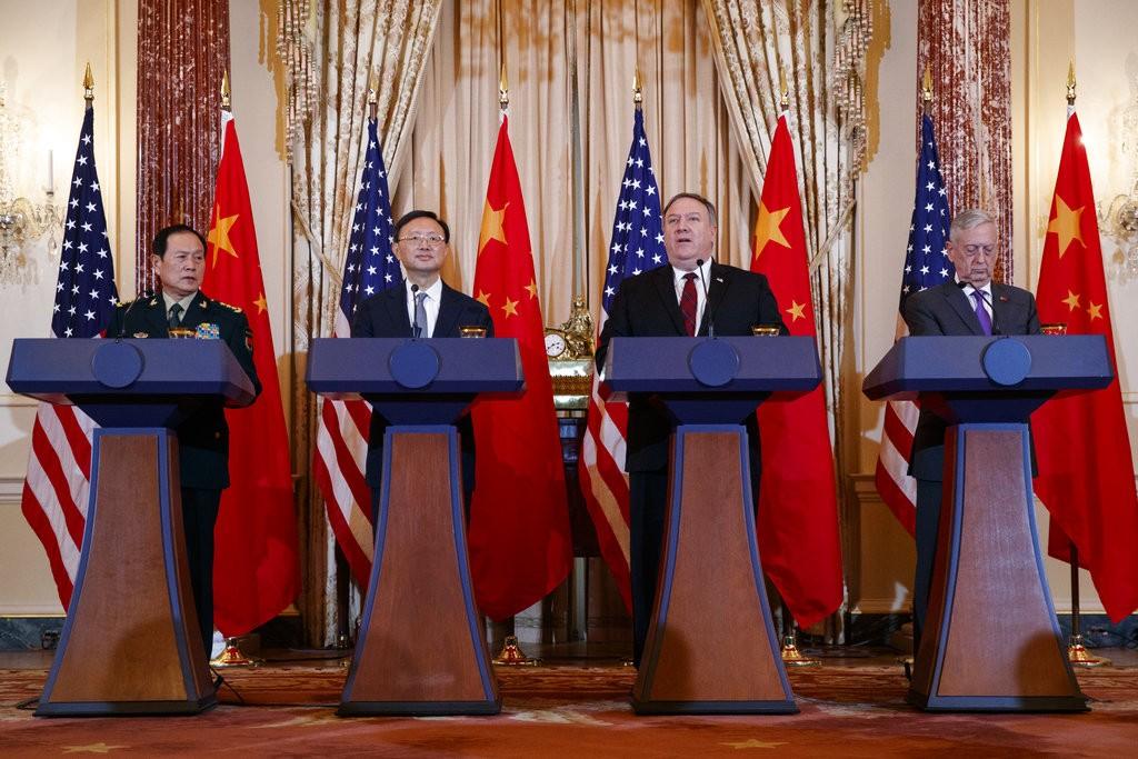 美國國務卿蓬佩奧(右二)、國防部長馬提斯(右一)、中共中央政治局委員楊潔篪(左二)及中國國防部長魏鳳和(左一)參加美中第二輪外交與安全對話