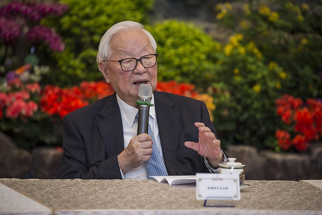 Taiwan's envoy to APEC Morris Chang speaks at a press conference on Nov. 12 before traveling to Papua New Guinea for the summit (Source: Office of the