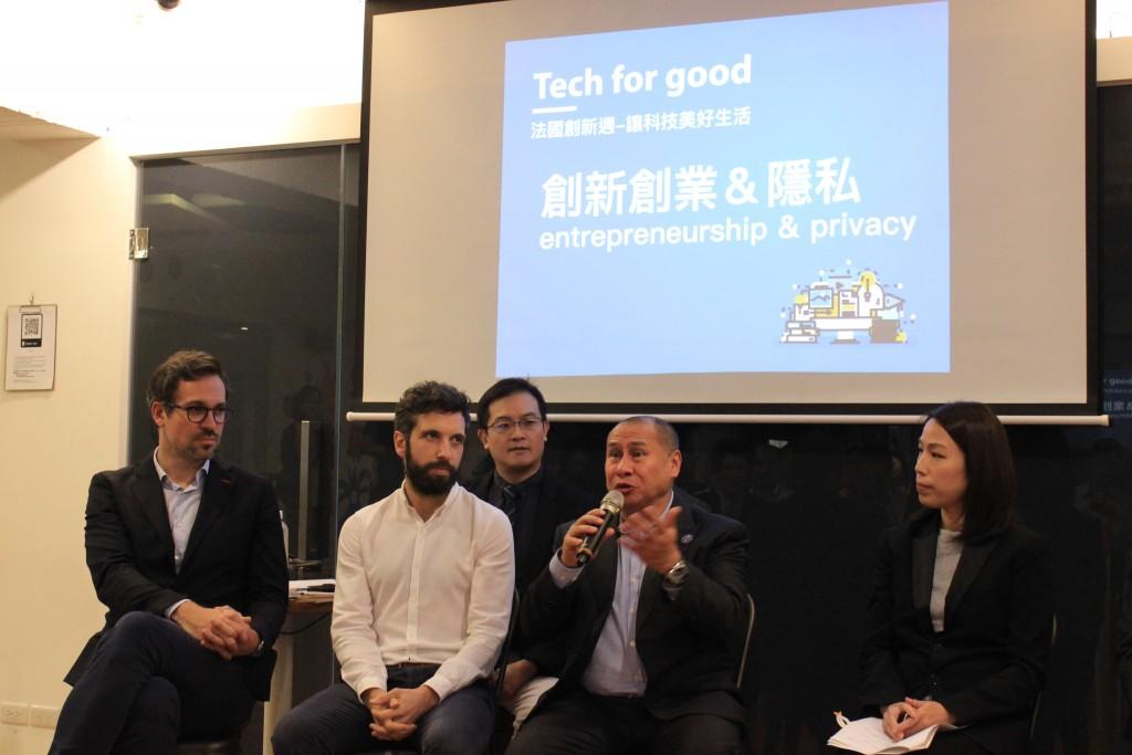 照片前排左起:Schoolab 育成中心的共同創辦人Olivier Cotina、Liberté Living-lab育成中心總裁Rudy