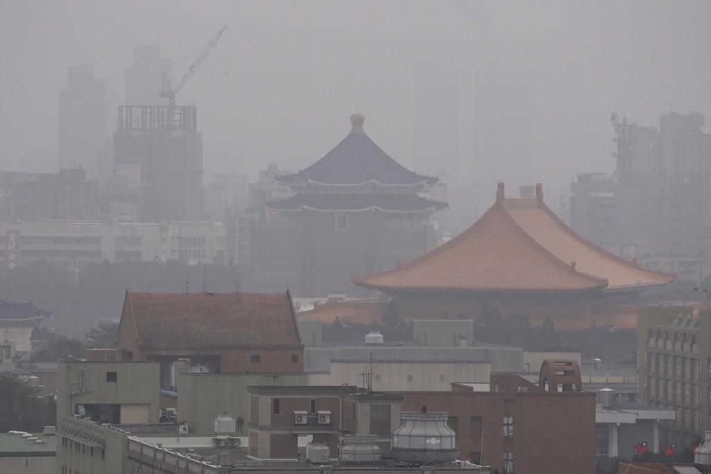 Polluted air around Chiang Kai-shek Memorial.