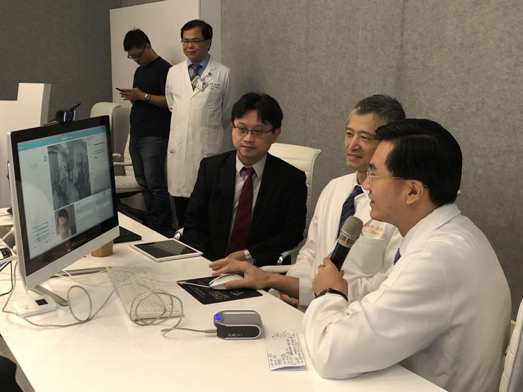 耳鼻喉科林新景主任遠距醫療看診實景 (長庚醫院提供)