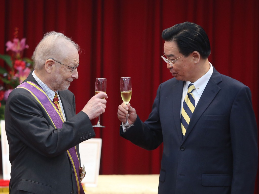 Professor Bruce Jacobs (left) with Foreign Minister Joseph Wu.