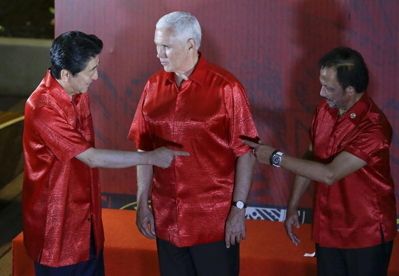 美國副總統彭斯(中)出席APEC(圖/美聯社)