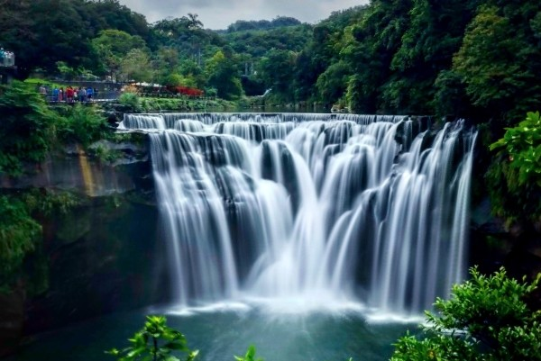 Shifen Waterfall. (Image by @lukasengstrom)