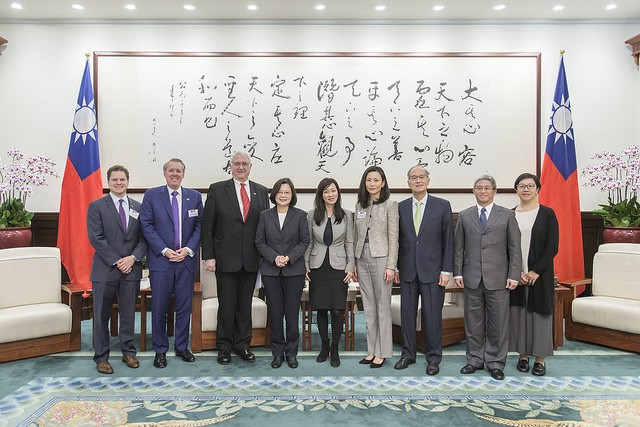 President Tsai Ing-wen meets with the delegation of the Center for Strategic and International Studies on Nov. 20 (Source: Presidential Office)