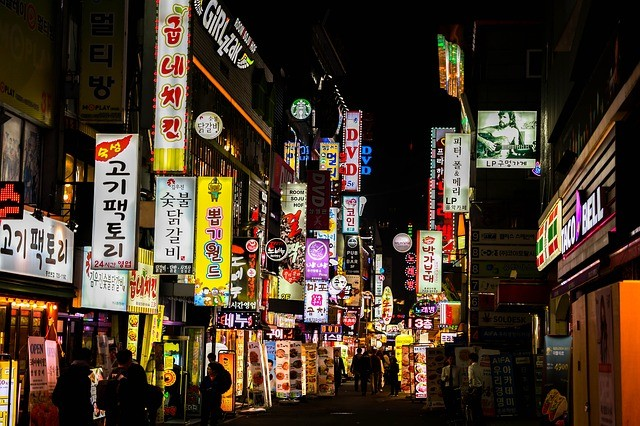 Street in Jongno District, Seoul (Image from Max Pixel)