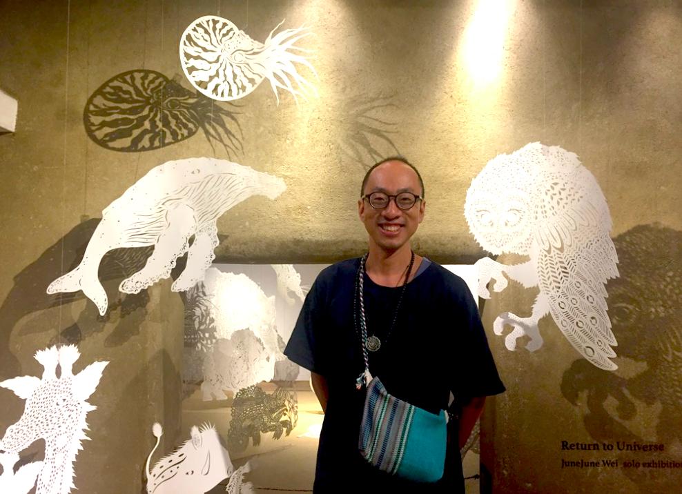 魏少君於圖薩寺舉辦的紙雕個展「還原」,以純白乾淨的動物帶領大家回歸自然(圖/台灣英文新聞)