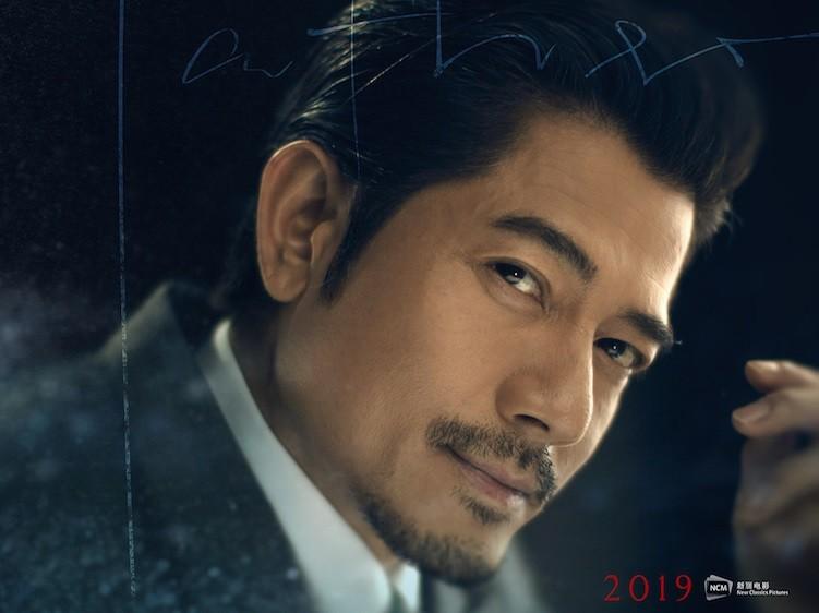 似笑非笑的爸爸(郭富城飾)圖:新麗電影提供。