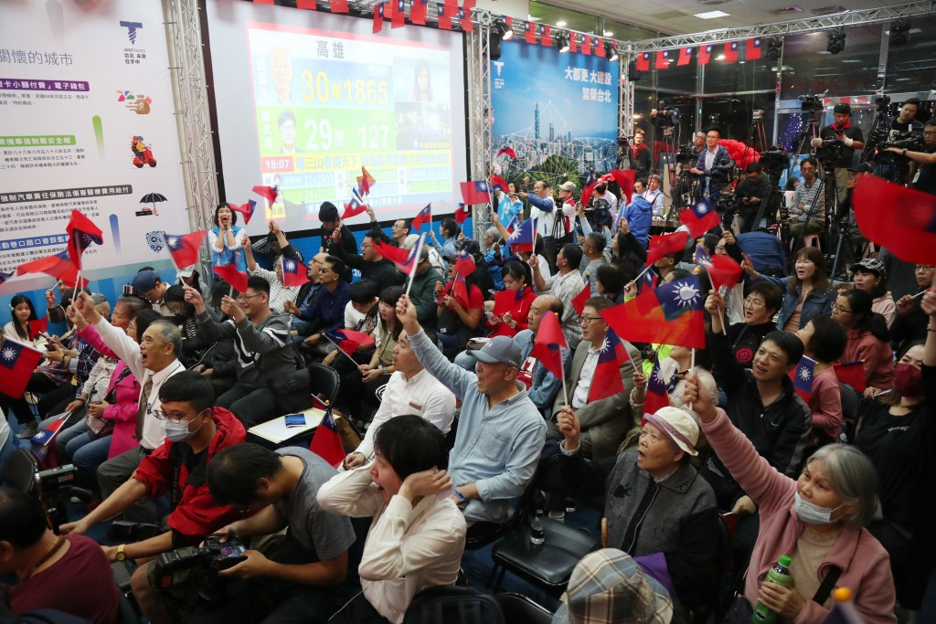 Ting Shou-chung supporters watch election results in Taipei on Nov. 24.