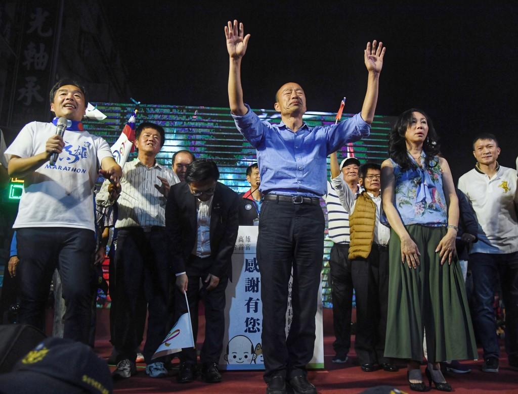 Kaohsiung Mayor-elect Han Kuo-yu (center) at his victory rally.