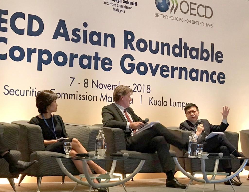集保結算所林修銘董事長(右)受邀出席OECD亞洲公司治理圓桌論壇,擔任「公司治理架構之彈性及比例原則運用」專題與談人。