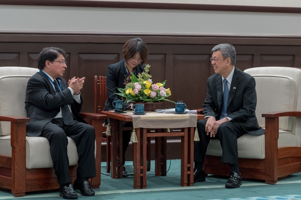 Denis Moncada, left, with Chen Chien-jen (Image from Office of the President)