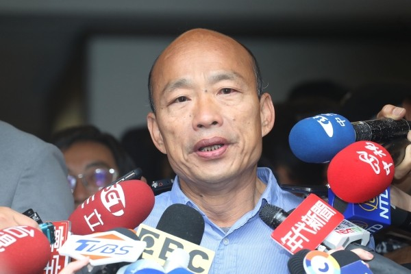 Han Kuo-yu speaking to reporters in 2018