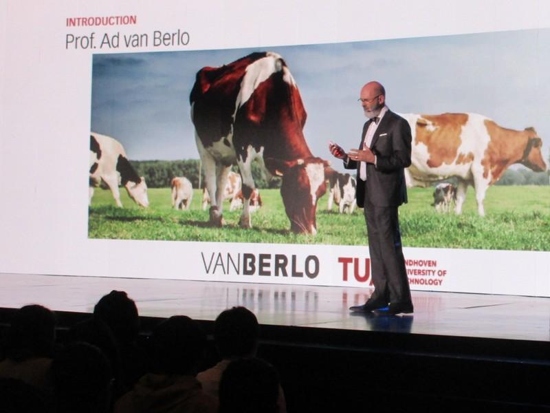 Ad van Berlo speaking at Golden Pin Design Award 2018 Forum