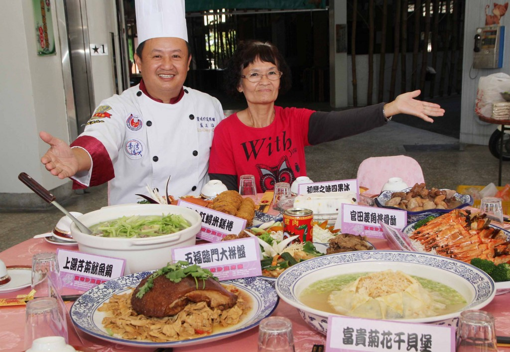 Lu Cheng-chih, left, showcasing traditional Taiwanese food