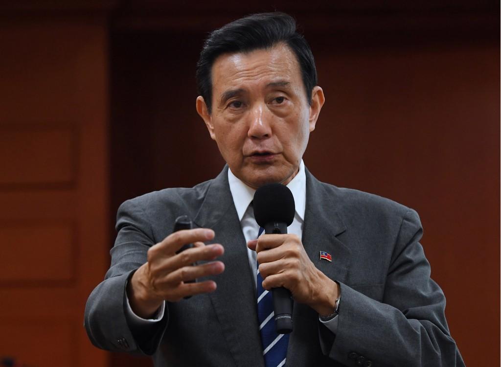 前總統馬英九(圖中)12月5日參加在東吳大學「嚴家淦法學講座」就兩岸關係進行演講。