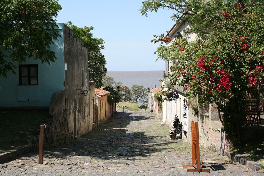 The Colonia del Sacramento in Uruguay (photo by Diego Delso)