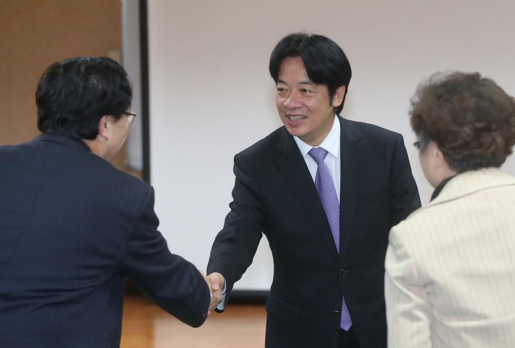 Premier William Lai met child welfare groups Saturday.