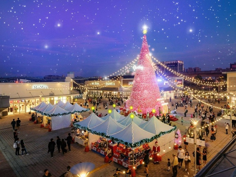Christmas tree at Gloria Outlets (photo courtesy of Taoyuan Department of Tourism)