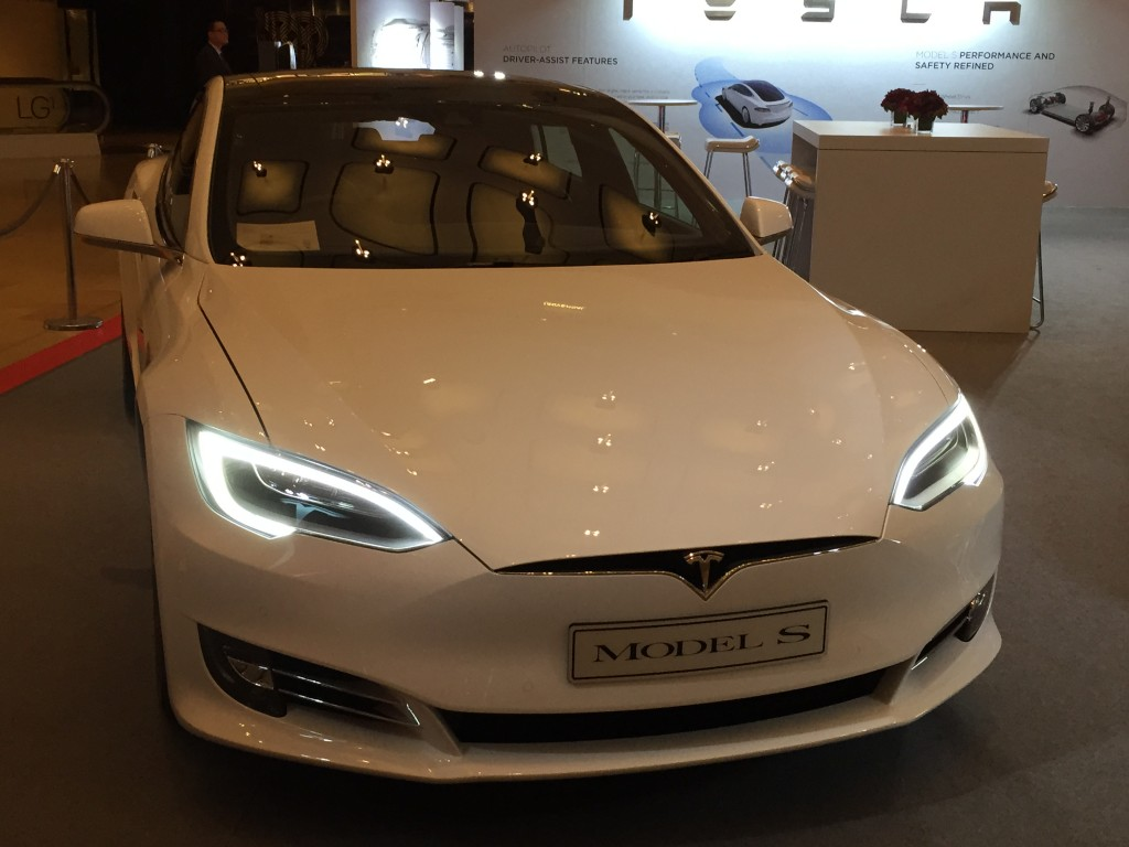 The similar Tesla model involved in Tuesday's No. 3 Freeway crash accident.
