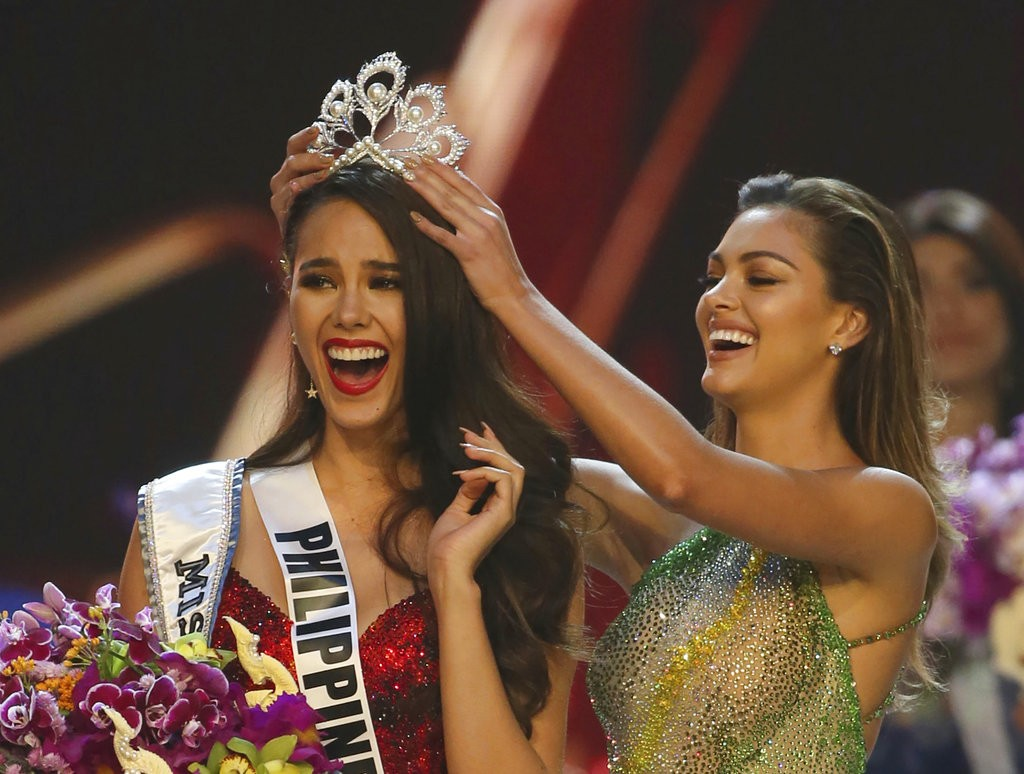 Catriona Gray (left) crowned Miss Universe.