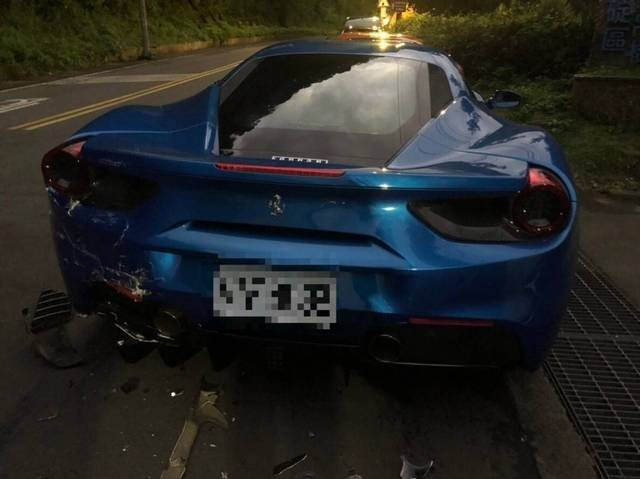 Damage to blue Ferrari. (Photo from New Taipei City Police)