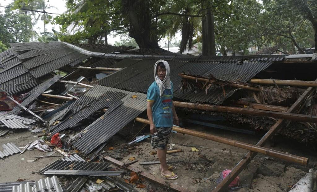 印尼巽他海峽地區22日晚間遭海嘯襲擊(照片來源:美聯社提供)
