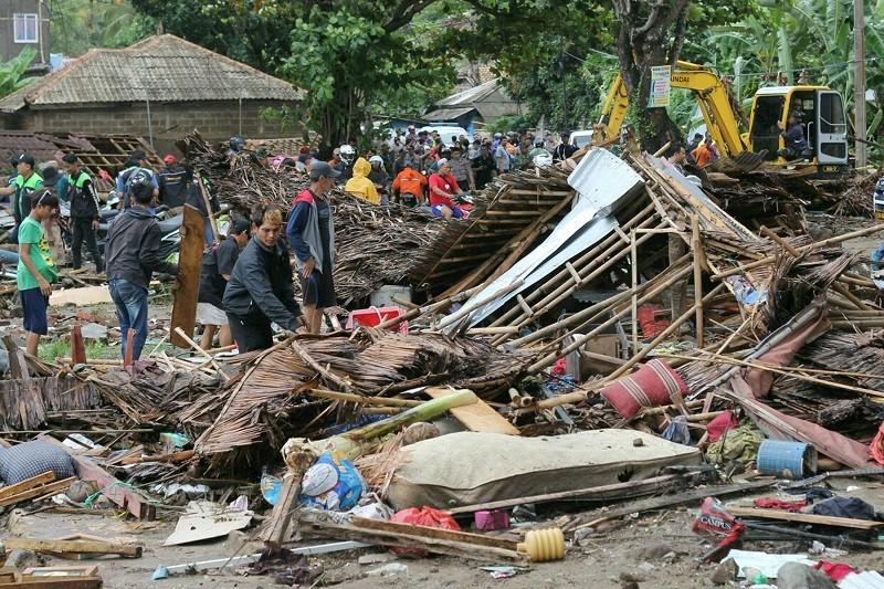 Indonesia tsunami leaves 168 dead, 745 injured