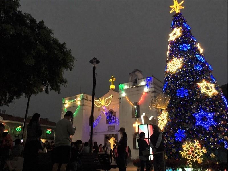 屏東「萬金聖誕季」22日晚間舉行點燈儀式。中央社