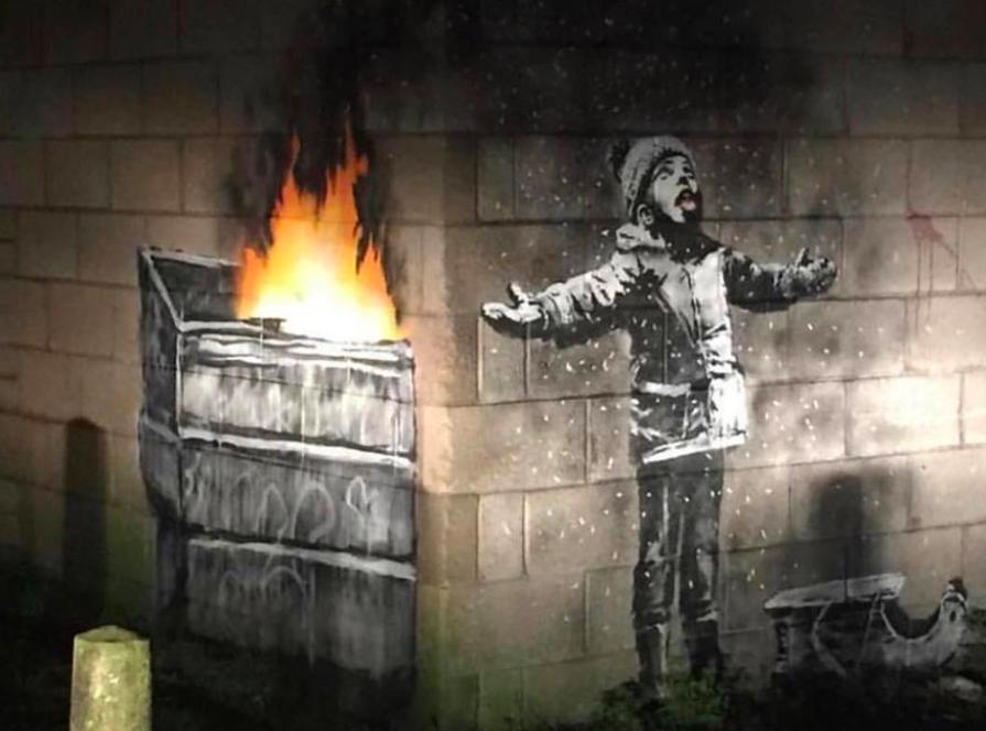 班克西創作出現威爾斯,當地名人出資建圍欄保護(圖翻攝自StreetArtGlobe Facebook)
