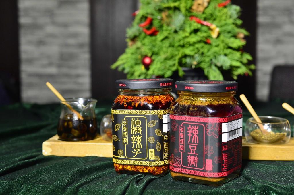 李雪說:「這一瓶油潑辣子的特色是,它沒有添加任何鹹度,可以單純品嚐到辣椒片香氣和花椒的麻度。