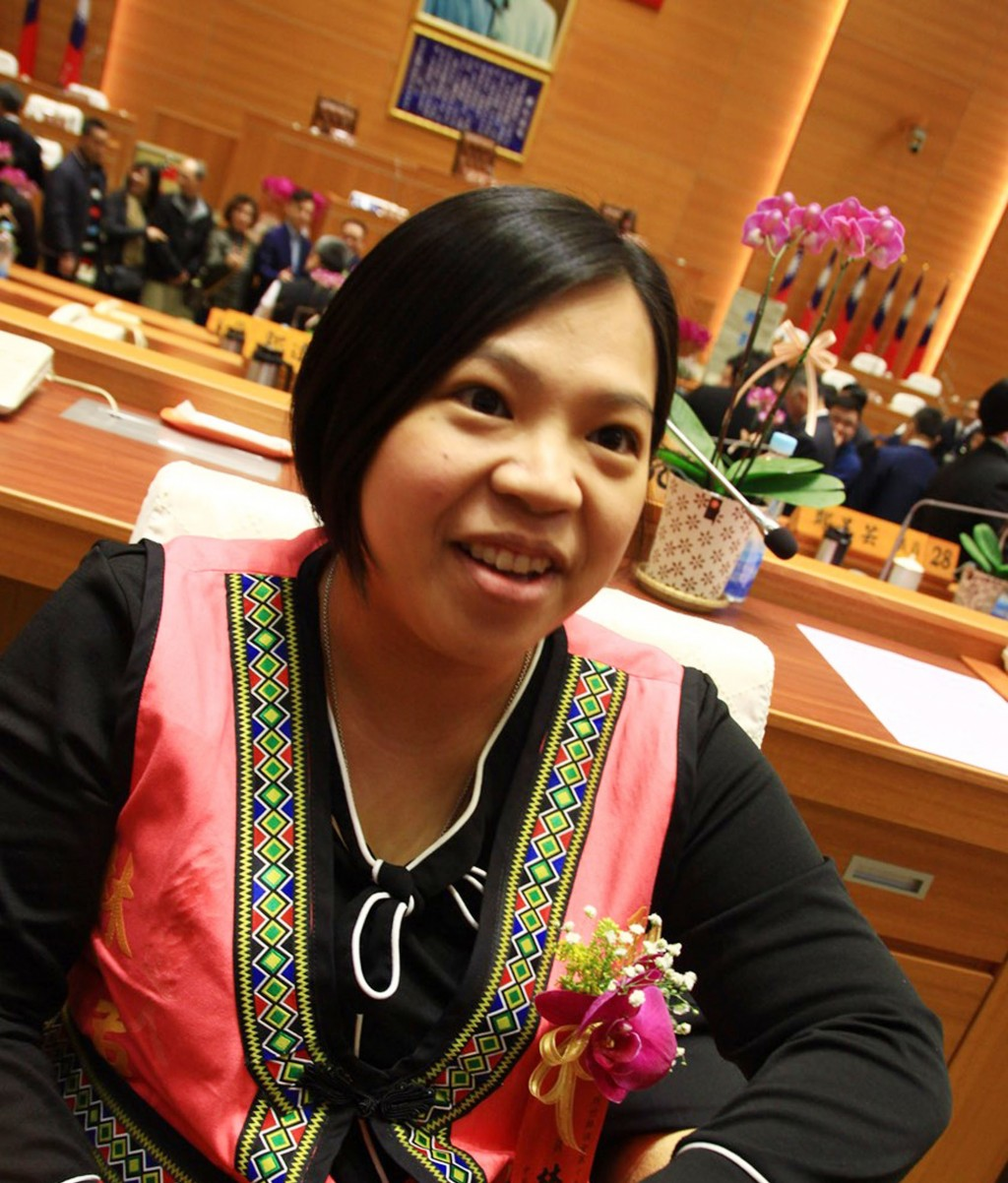 Lin Pin-chun at the Hsinchu County Council just five hours after giving birth to a little girl.