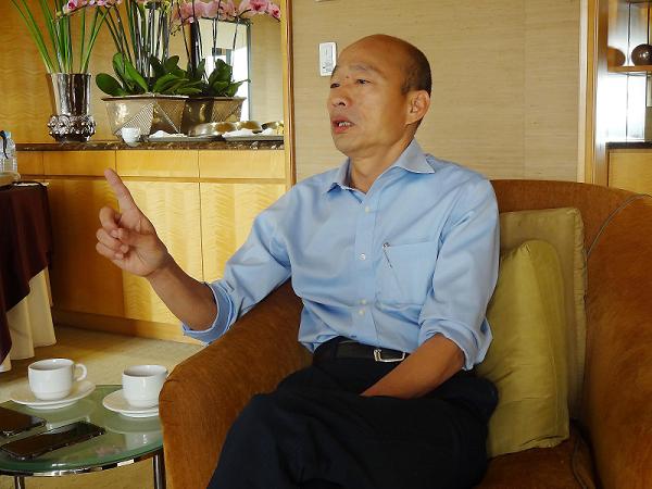 Kaohsiung Mayor Han speaks with media, Dec. 25