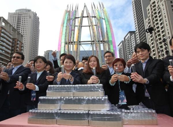 Lu Shiow-yen (third from left).