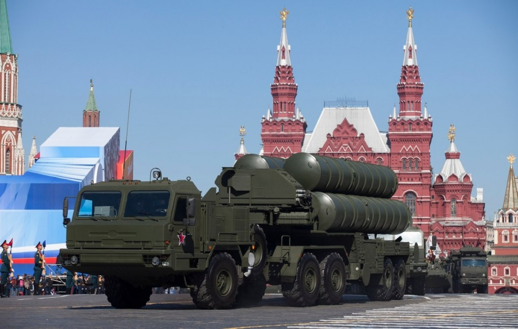 An S400 missile system being paraded on Moscow's Red Square.