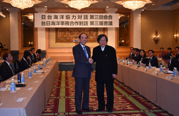Taiwan-Japan Maritime Cooperation Talks held in Tokyo: Chiou I-jen (L) and Mitsuo Ohashi (R)