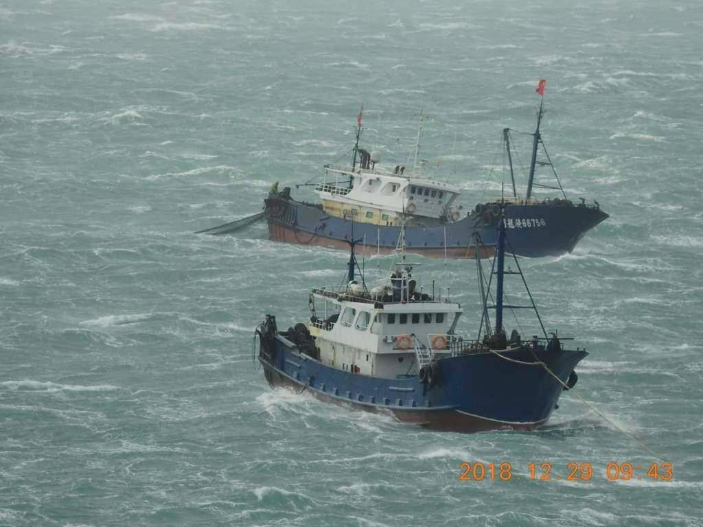 More than 20 Chinese fishing trawlers have gathered around Penghu.