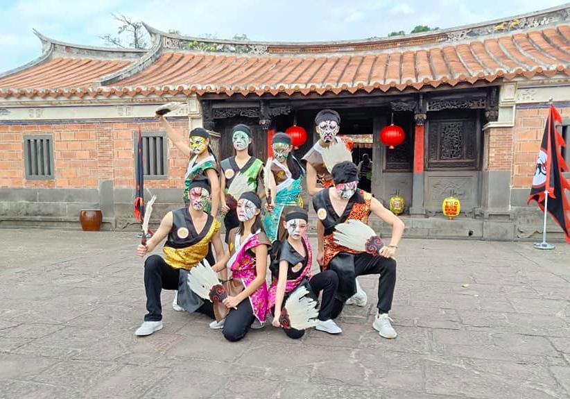 台灣的鐵四帝前往印度,表演八家將嘻哈舞蹈(圖/鐵四帝文化藝術創意團隊臉書)