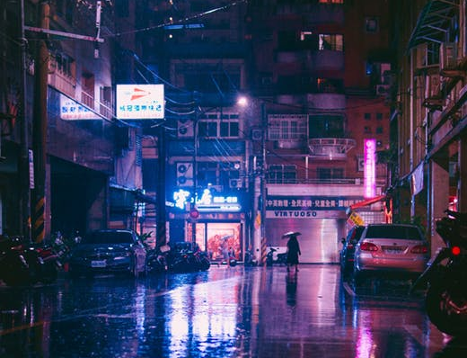Rainy scene in Taiwan (Photo by Pexels user Andrew Haimerl)