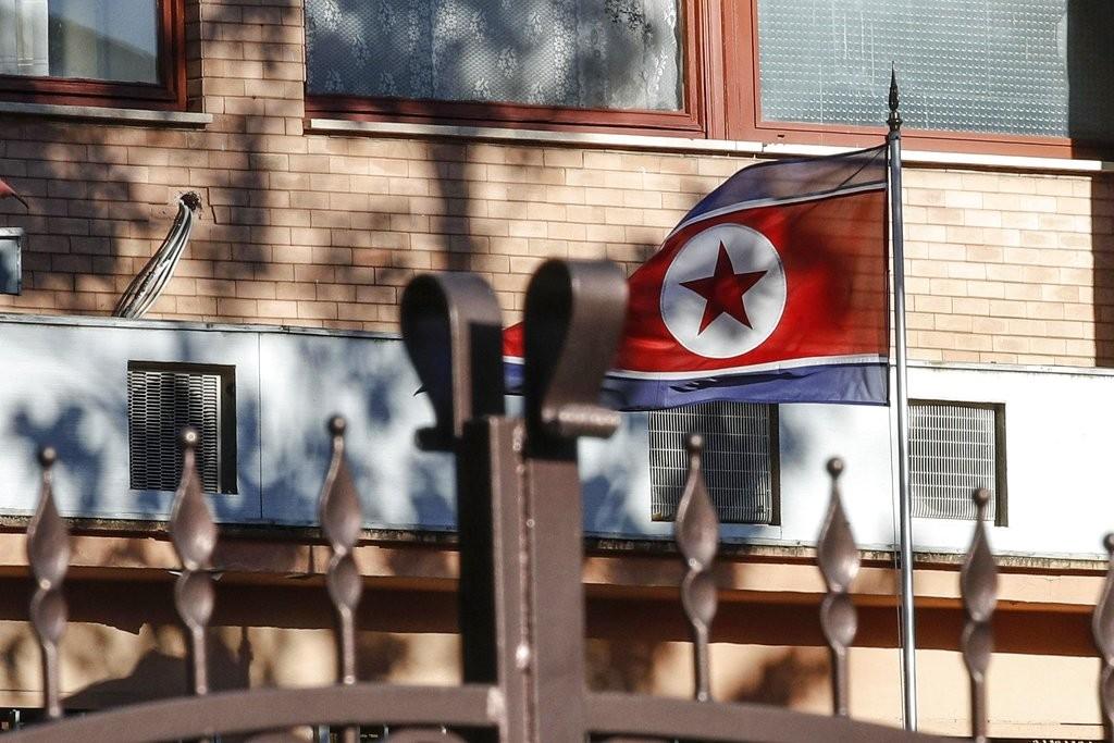 圖為北韓國旗在駐義大利大使館内飄揚(美聯社)