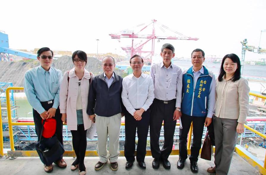 張景森(左三)表示:新南向政策須檢討簽證發放(圖/張景森臉書)