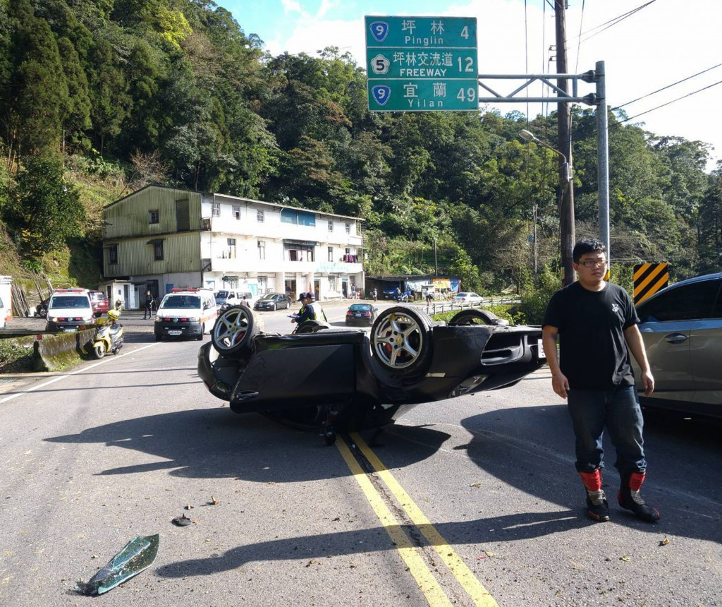 A Porsche overturned on the road between Taipei and Yilan Thursday afternoon.
