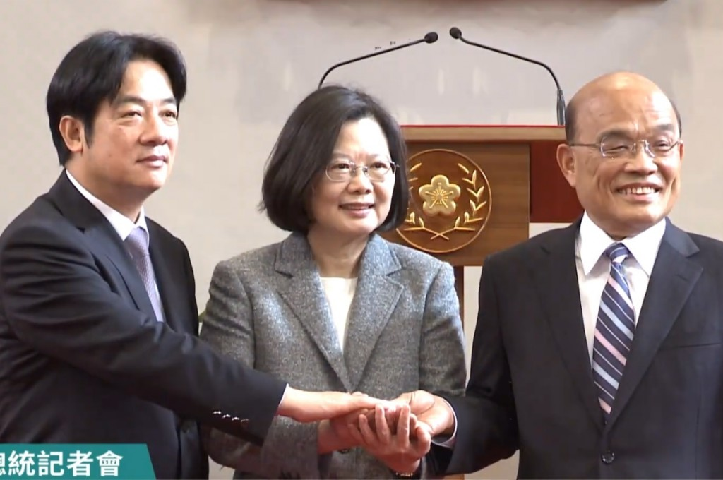 The image shows President Tsai Ing-wen (center), Premier William Lai (left) and incoming Premier Su Tseng-chang (Image credit: the Presidential Office