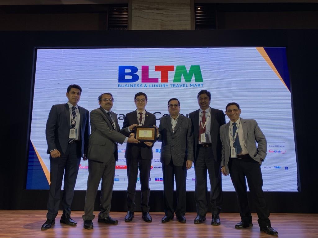林信任主任與主辦單位董事總經理Rajiv Agarwal共同擔任典禮頒獎嘉賓,頒發超過三十個獎項給各參賽國家旅遊局、大型旅遊業者、航空公司
